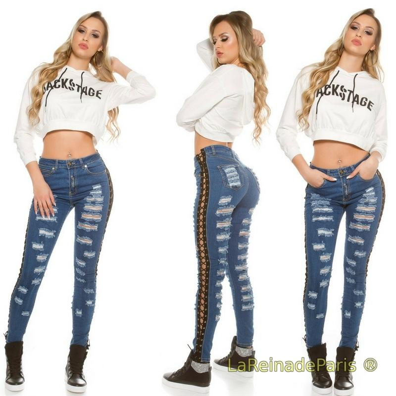 Jeans destroyed con cordones laterales