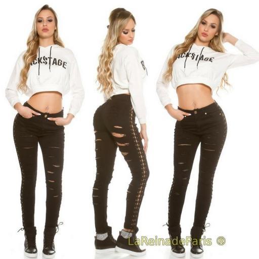 Jeans negros con rotos y cordones [3]
