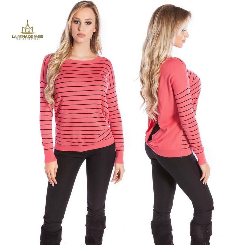 Suéter coral escotado por detrás