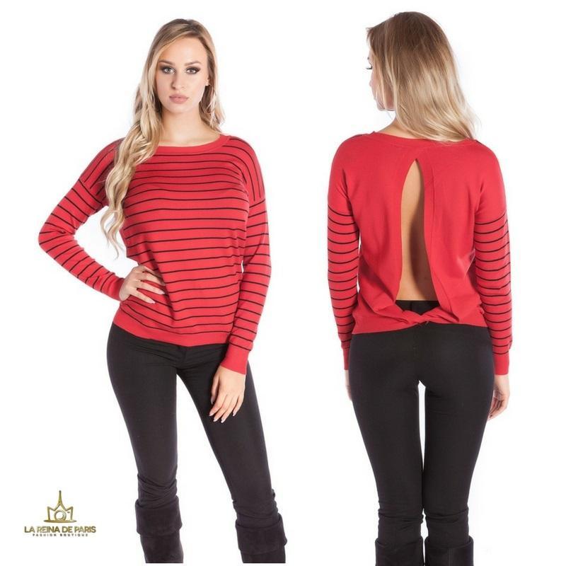 Suéter rojo escotado por detrás