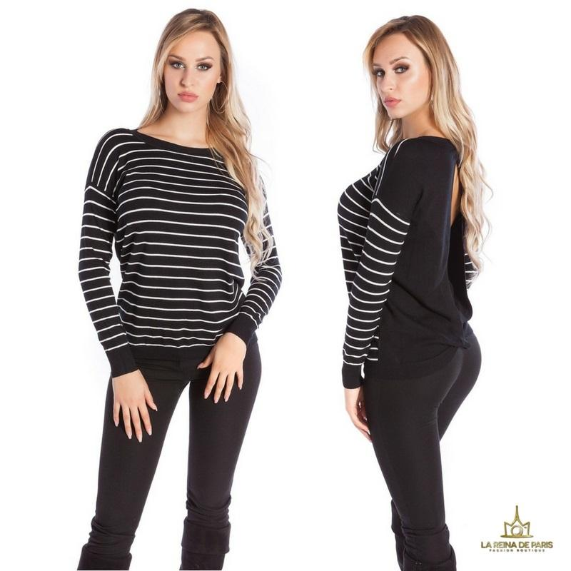 Suéter negro escotado por detrás