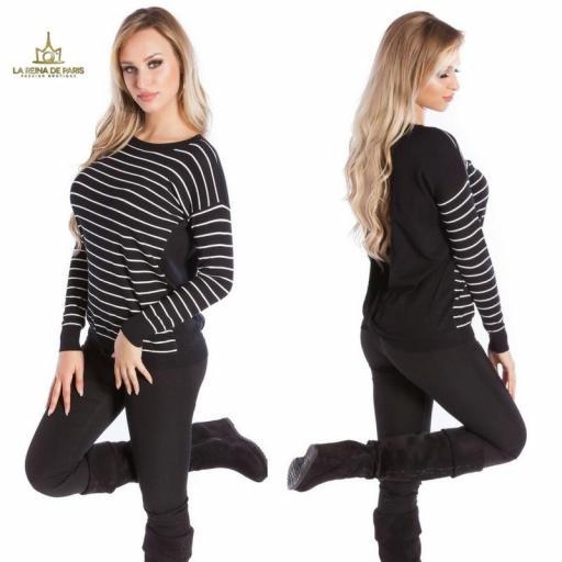 Suéter negro escotado por detrás [1]