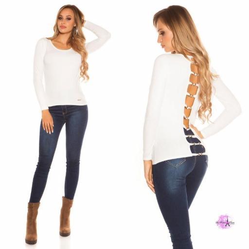 Suéter minimalista blanco [1]
