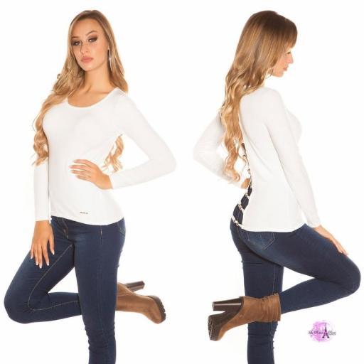 Suéter minimalista blanco [2]