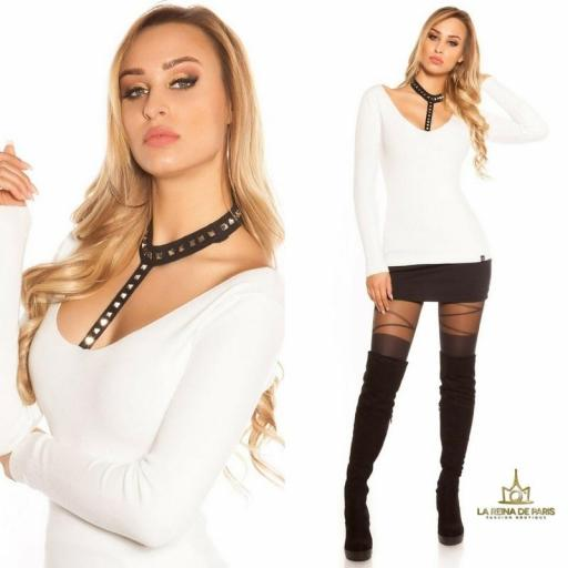 Suéter blanco con choker y remaches [3]