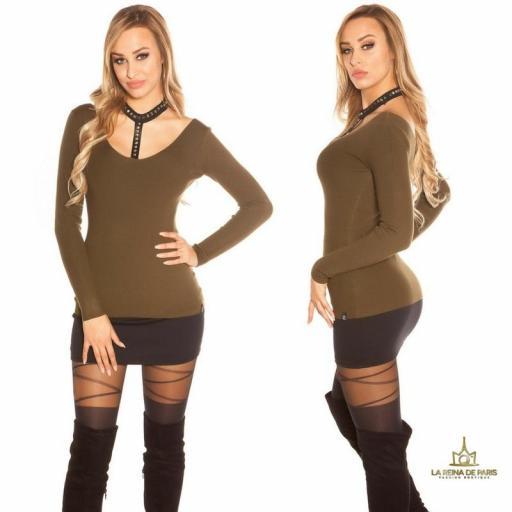Suéter khaki con choker y remaches [2]