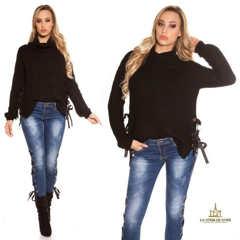 Suéter negro oversize con cintas