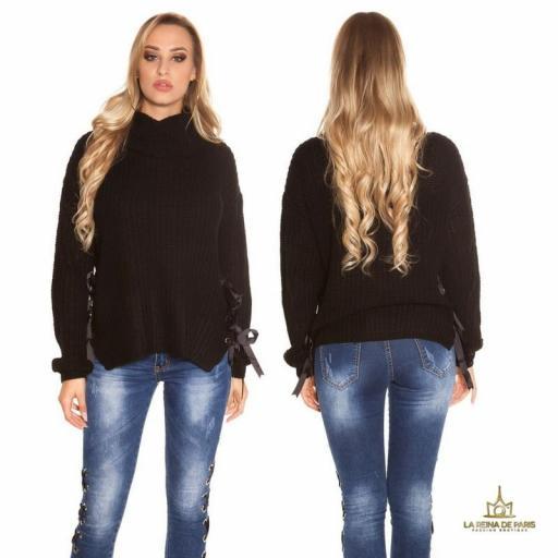 Suéter negro oversize con cintas [1]