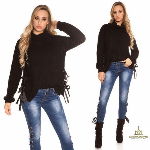 Suéter negro oversize con cintas [3]