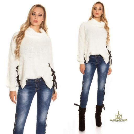 Suéter blanco oversize con cintas