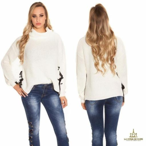 Suéter blanco oversize con cintas [1]