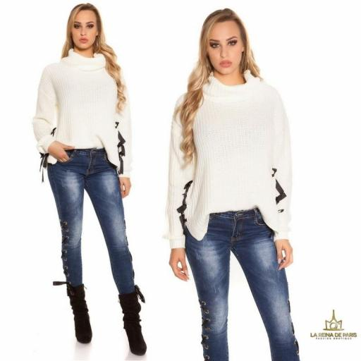 Suéter blanco oversize con cintas [3]