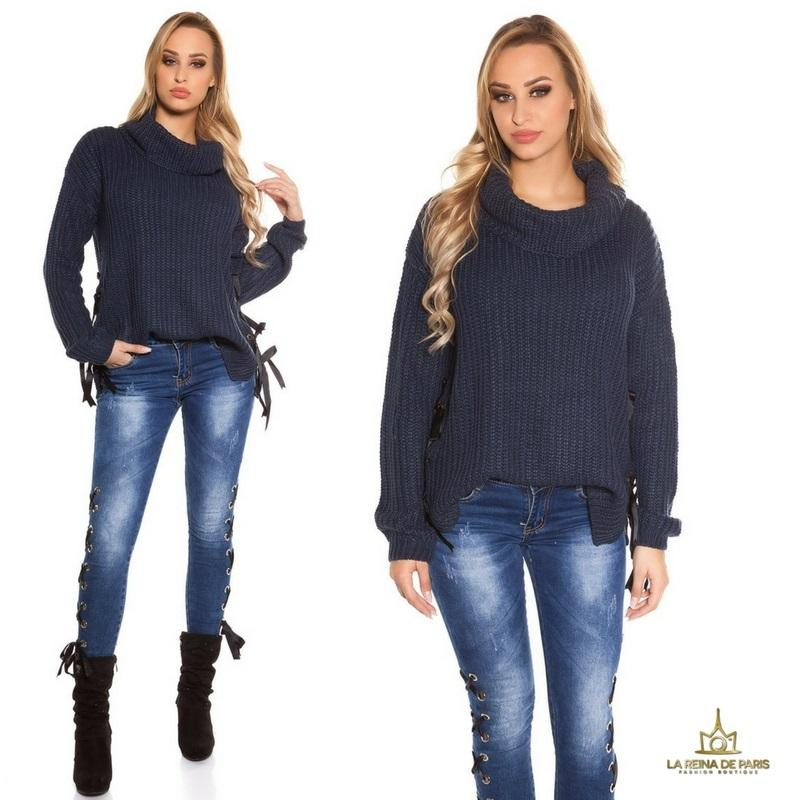 Suéter azul oversize con cintas