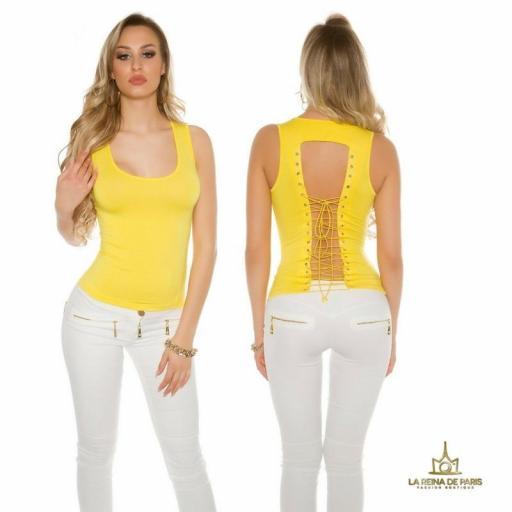 Top amarillo con lazada en la espalda