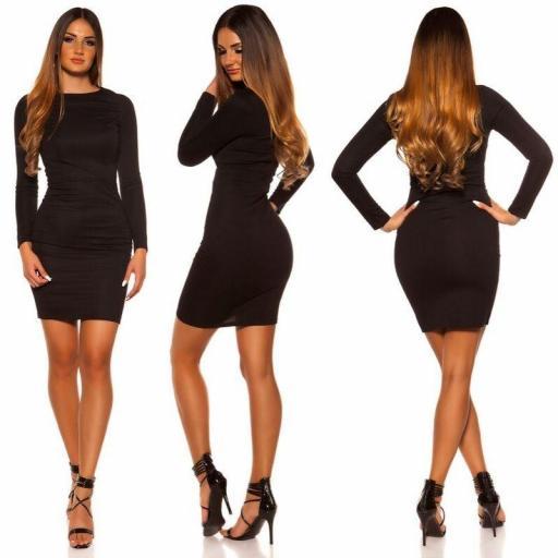 Vestido corto negro ajustado al cuerpo