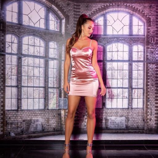 Vestido marcatipazo satinado rosa