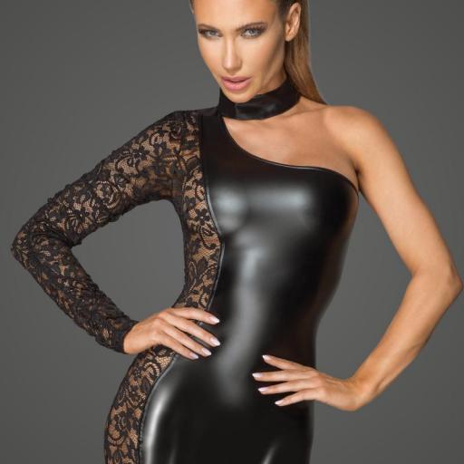Vestido ajustado de encaje asimétrico