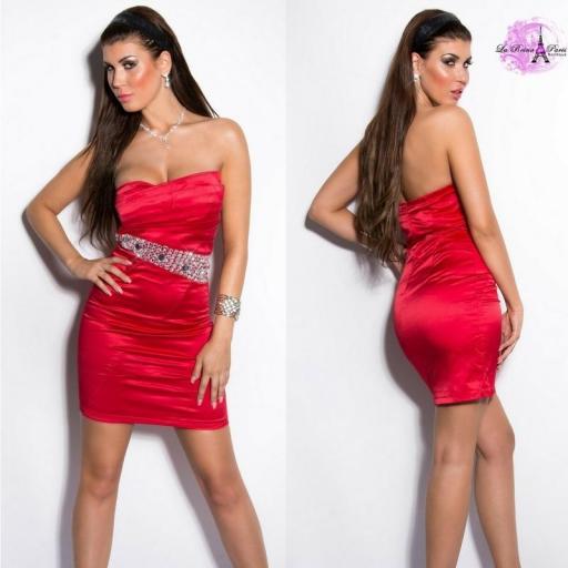 Vestido rojo de cóctel entallado
