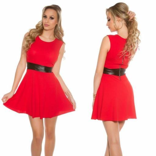 Vestido corto rojo con cintura de cuero