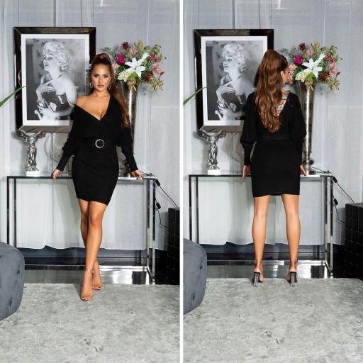 Vestido con hebilla decorativa negro