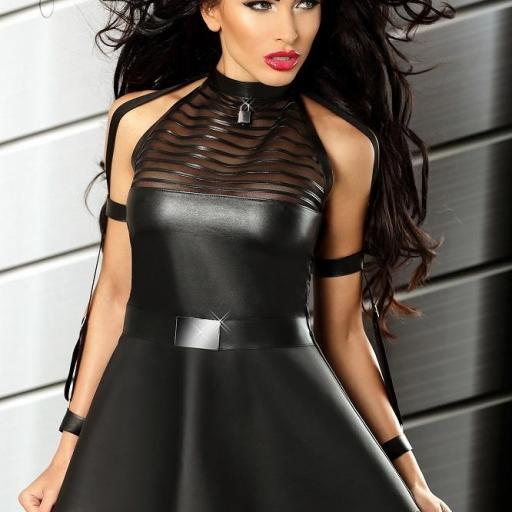Vestido negro increíblemente atractivo