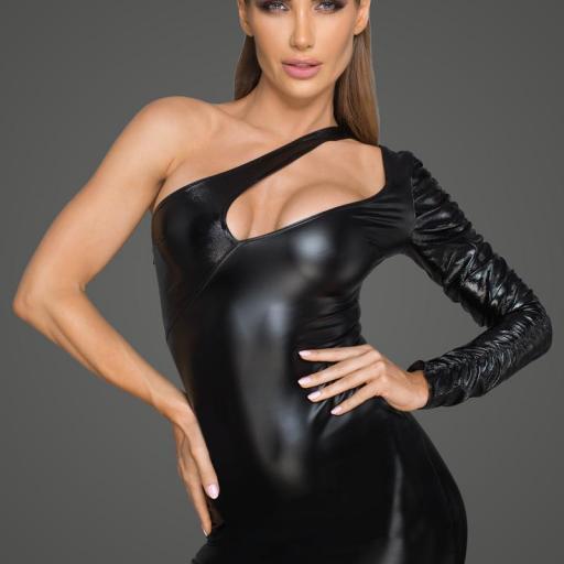 Vestido asimétrico de elegante escote