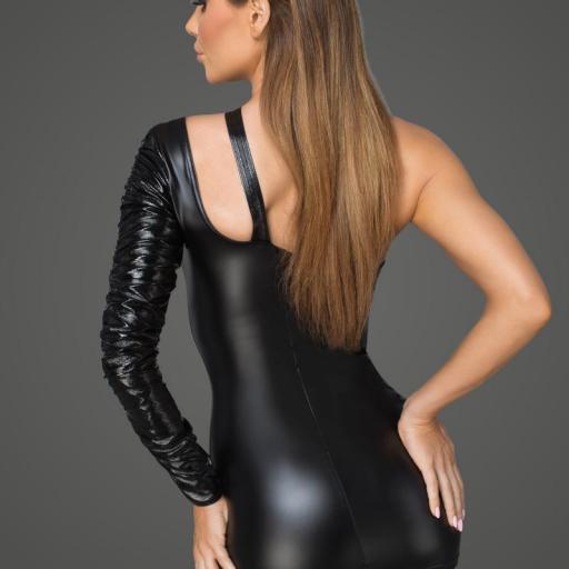 Vestido asimétrico de elegante escote [1]