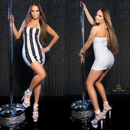 Vestido blanco con ganchos metálicos [3]
