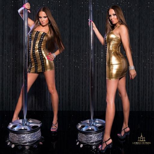 Vestido oro con ganchos metálicos