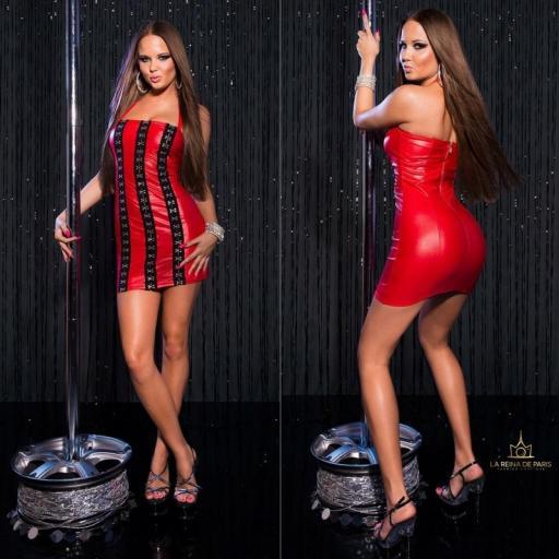 Vestido rojo con ganchos metálicos [1]