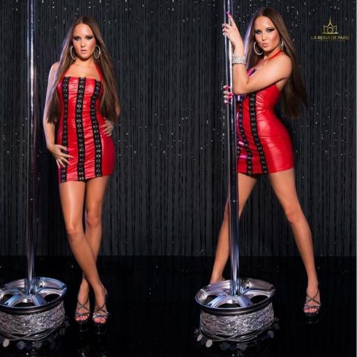 Vestido rojo con ganchos metálicos [3]