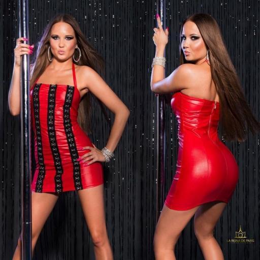 Vestido rojo con ganchos metálicos [2]