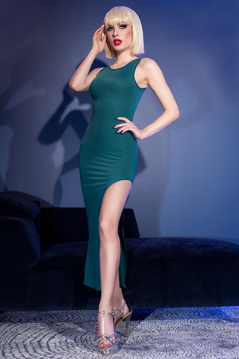 Vestido largo verde de sensual elegancia