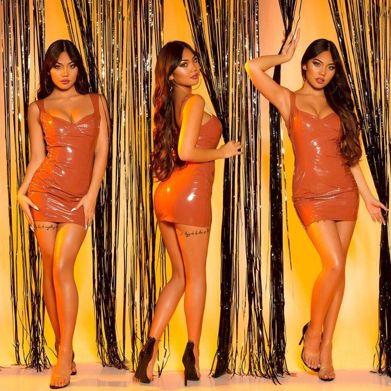 Vestido apretado bronce latex look