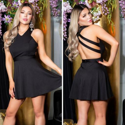 Vestido negro corto de espalda atractiva