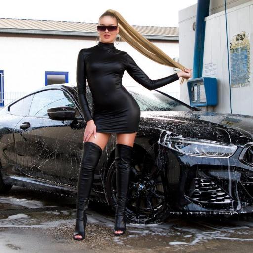 Vestido corto y pegadito negro