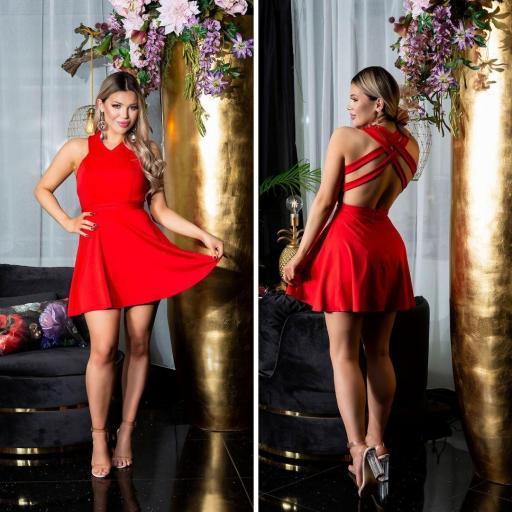 Vestido rojo corto de espalda atractiva