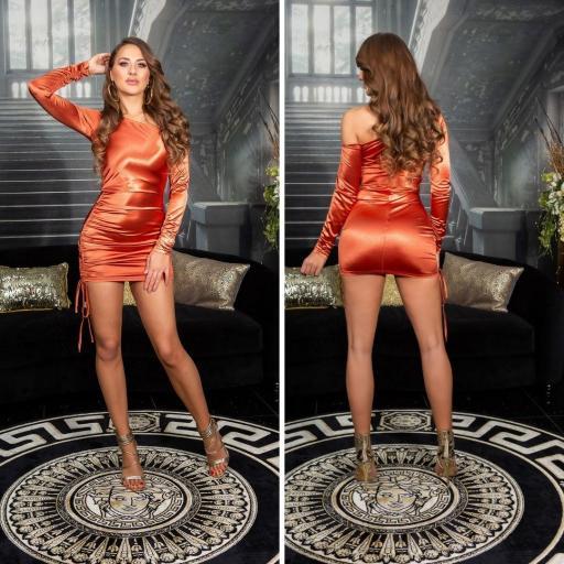 Vestido satinado bronce línea ajustada