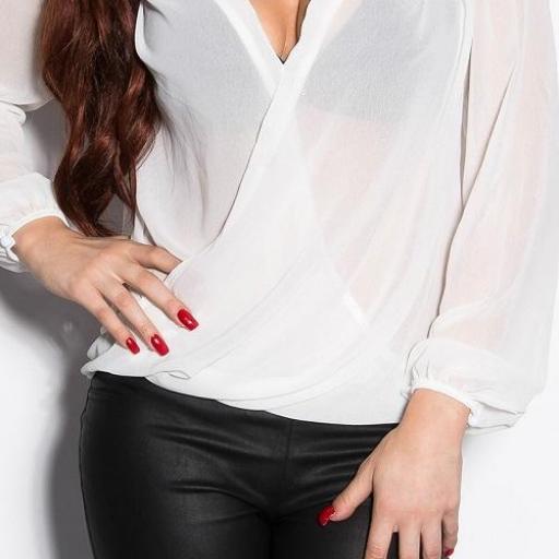 Blusa elegante con bordados blanca