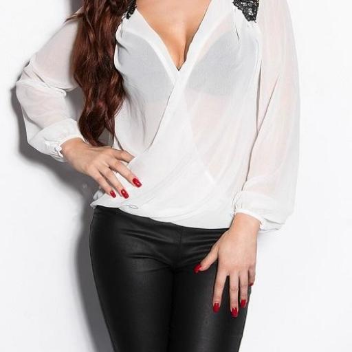 Blusa elegante con bordados blanca [3]