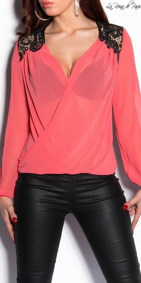 Blusa de mujer con bordados coral