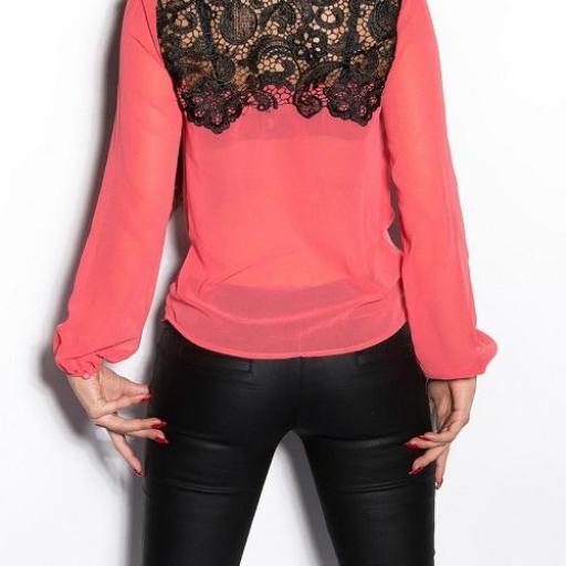 Blusa de mujer con bordados coral [1]