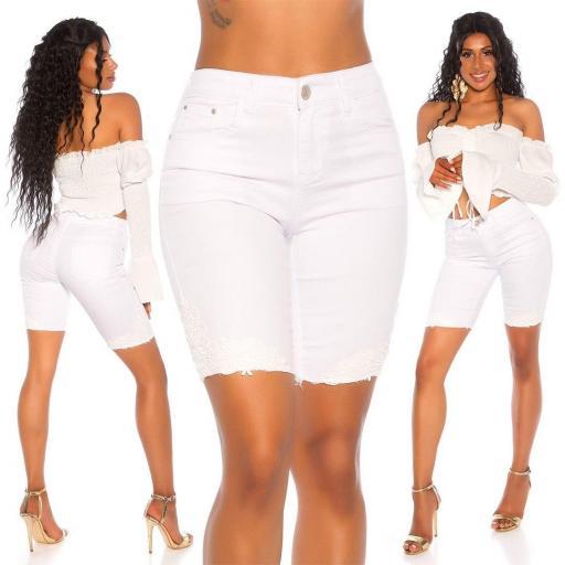 Jean corto bordado blanco