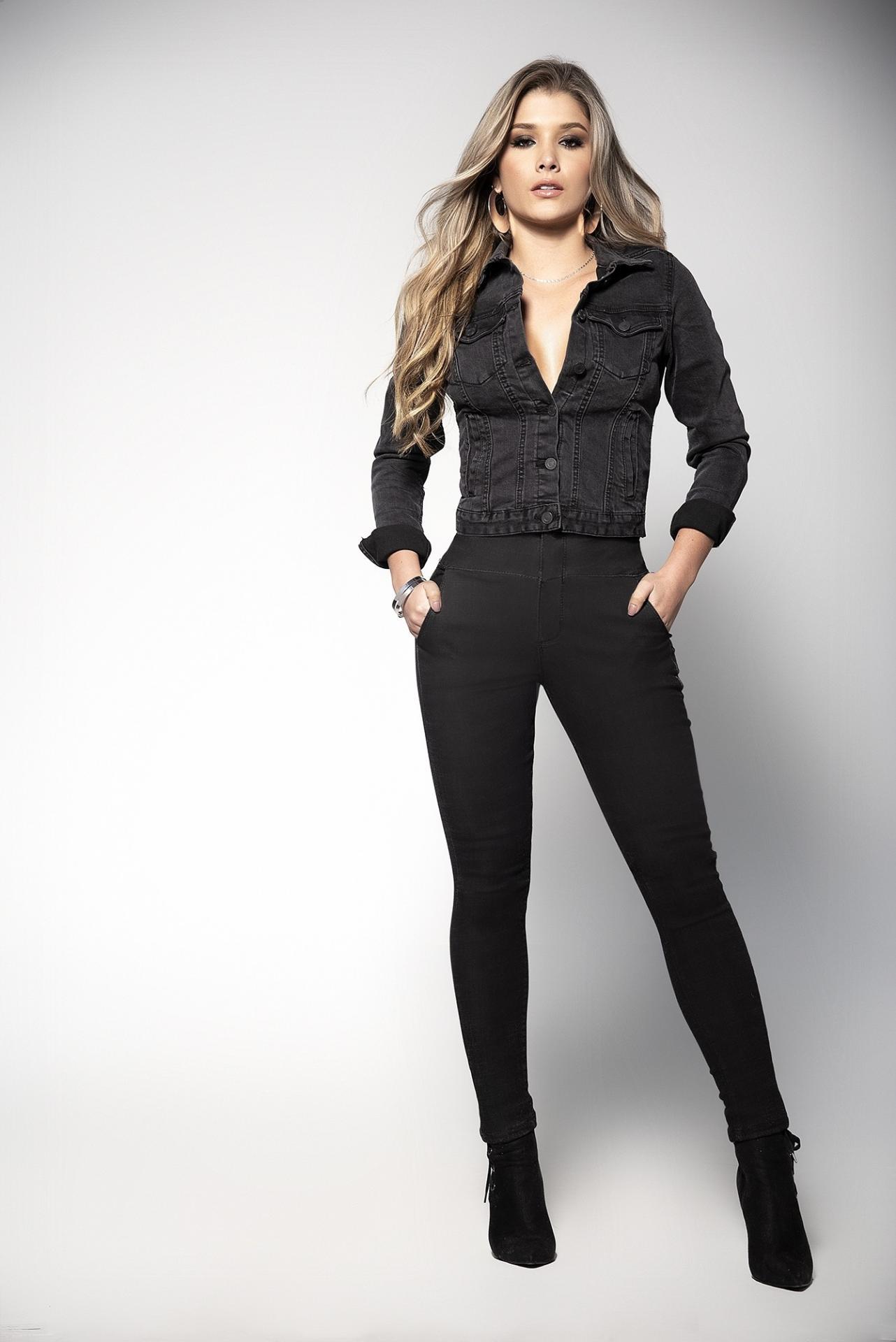 Jeans levantacola negros