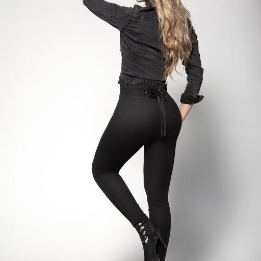 Jeans levantacola negros [1]