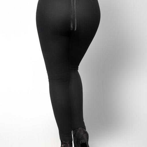 Jeans levantacola negros [3]