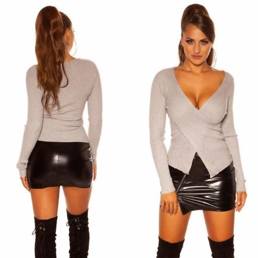 Jersey gris wrap look