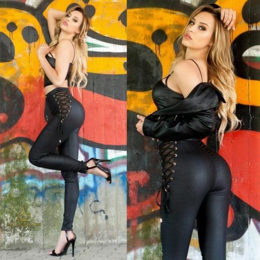 Pantalones ajustados total black