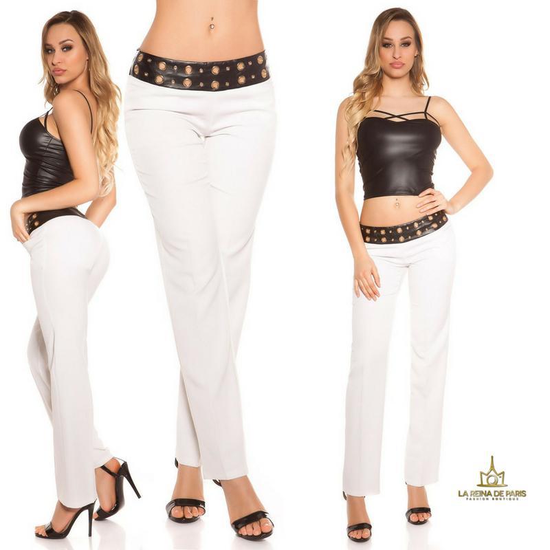 Pantalones rectos blancos con cuero