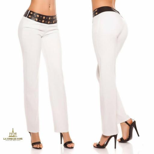Pantalones rectos blancos con cuero [2]
